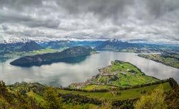 Vista delle alpi svizzere sopra la montagna di Rigi, Svizzera Immagine Stock