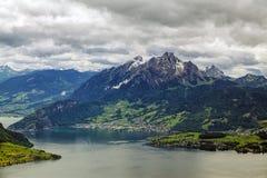 Vista delle alpi svizzere sopra la montagna di Rigi, Svizzera Fotografia Stock