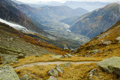 Vista delle alte montagne Immagini Stock Libere da Diritti
