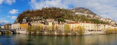 Vista delle banchine della riva del fiume, Grenoble Fotografia Stock