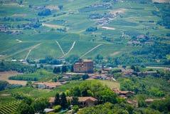 Vista delle colline di Langhe con il castello di Grinzane Cavour Fotografia Stock Libera da Diritti