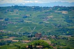 Vista delle colline di Langhe con il castello di Grinzane Cavour Fotografie Stock