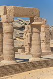 Vista delle colonne e delle statue (il tempiale di Kalabsha) Immagini Stock Libere da Diritti
