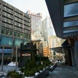 Vista delle costruzioni attraverso la plaza dei clienti a Boston fotografie stock libere da diritti