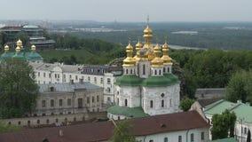 Vista delle costruzioni della citt? di Kiev stock footage