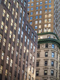 Vista delle costruzioni di mattone alte su Manhattan Fotografie Stock