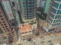 Vista delle costruzioni e del cielo del grattacielo Immagine Stock
