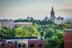 Vista delle costruzioni e della costruzione del Campidoglio dello stato di Connecticut dentro Fotografia Stock Libera da Diritti