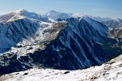 Vista delle creste di Snowy delle montagne occidentali di Tatras, Carpathians occidentali, Slovacchia Fotografie Stock Libere da Diritti