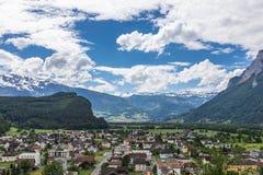 Vista delle montagne delle alpi dal castello di Gutenberg, Liechtenst Immagine Stock