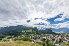 Vista delle montagne delle alpi dal castello di Gutenberg, Liechtenst Fotografia Stock