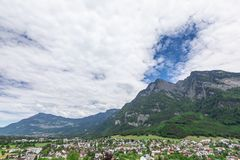 Vista delle montagne delle alpi dal castello di Gutenberg, Liechtenst Immagini Stock