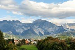 Vista delle montagne delle alpi e del paesaggio, Italia Fotografia Stock Libera da Diritti