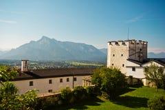 Vista delle montagne dalle pareti del castello di Hohensalzburg a Salisburgo, A Immagini Stock