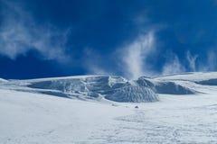 Vista delle montagne della neve dalla sommità di Montblanc in alpi Immagini Stock Libere da Diritti