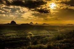 Vista delle montagne della serra al tramonto visibile dal cavallo selvaggio Fotografia Stock