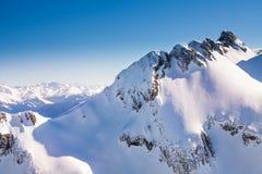 Vista delle montagne di Caucaso alta durante l'inverno Fotografie Stock Libere da Diritti