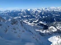 Vista delle montagne di inverno a Schladming - Dachstein fotografia stock
