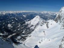 Vista delle montagne di inverno a Schladming - Dachstein immagini stock libere da diritti