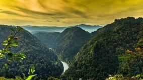 Vista delle montagne di Pieniny stock footage