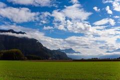 Vista delle montagne e delle nuvole Fotografia Stock Libera da Diritti