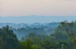 Vista delle montagne fumose da sette isole Fotografie Stock