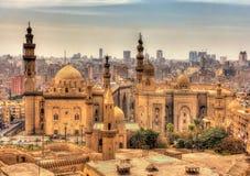 Vista delle moschee di Sultan Hassan e di Al-Rifai a Il Cairo fotografia stock libera da diritti