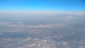 Vista delle nuvole dall'obl? dell'aeroplano archivi video