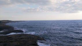 Vista delle rocce e del mare dalla cima della roccia Fotografia Stock Libera da Diritti