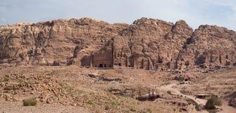 Vista delle tombe reali nel PETRA Fotografia Stock