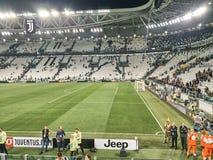 Vista dello stadio dell'Allianz, il campo della casa di Juventus immagini stock libere da diritti
