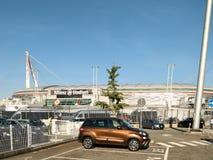 Vista dello stadio dell'Allianz, il campo della casa di Juventus fotografie stock libere da diritti