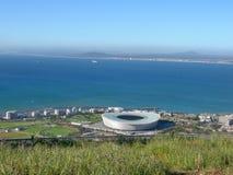 Vista dello stadio e dell'Oceano Atlantico di Cape Town immagine stock