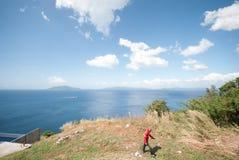 Vista dello stretto di Batangas alle colline di Monte Maria, Batanga Fotografia Stock