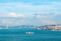 Vista dello stretto di Bosphorus e del ponte di Bosphorus, Costantinopoli, Turchia Fotografia Stock