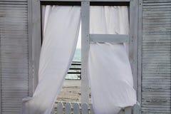A vista dentro às janelas do oceano Casa do mar Fotografia de Stock Royalty Free