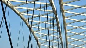 Vista dentro di un ponte moderno del metallo Immagine Stock Libera da Diritti