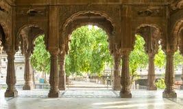 Vista desde adentro del indore de los chhatris del krishnapura, la India Fotos de archivo libres de regalías
