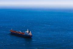 Vista desde arriba al buque de carga Fotos de archivo libres de regalías