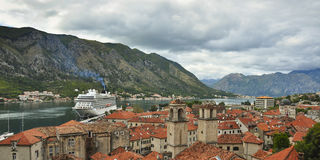 Vista desde arriba al viejo dicho de Kotor fotografía de archivo