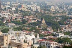 Vista desde arriba de Rike Park y de la parte central Tbilisi vieja Foto de archivo