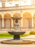 Vista detalhada da fonte no Belvedere - palácio de verão real do ` s da rainha Anne perto do castelo de Praga, Hradcany, Praga, c imagem de stock royalty free