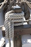 Vista detallada de las cuerdas de la nave imagenes de archivo