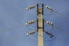Vista detallada de posts de la electricidad imagen de archivo