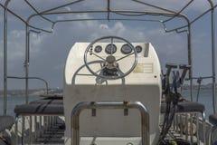 Vista detallada del panel de control en el barco privado imagen de archivo libre de regalías