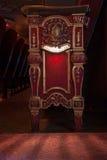 Vista dettagliata del sedile di legno decorato del teatro Immagini Stock