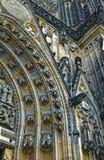 Vista dettagliata sul mosaico gotico della cattedrale della st Vitus nel castello di Praga a Praga, repubblica Ceca Immagini Stock