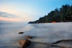 Vista di alba alla spiaggia Kuantan Malesia immagini stock libere da diritti