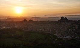 Vista di alba dalla cima di Hampi Fotografie Stock