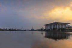 Vista di alba della moschea mizan del abidin di zainal di tuanku Fotografie Stock Libere da Diritti
